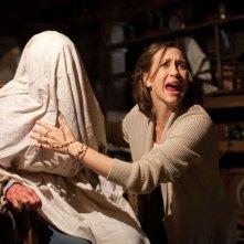 Vera Farmiga in un concitato momento dell'horror L'Evocazione - The Conjuring