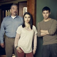 Defiance: Graham Greene, Nicole Muñoz e Justin Rain in una foto promozionale
