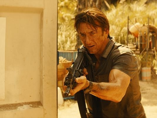 The Gunman: Sean Penn in verste di action hero nella prima immagine del film