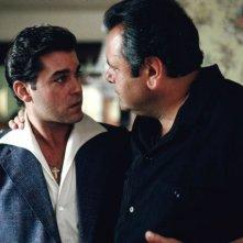 Quei bravi ragazzi: Ray Liotta e Paul Sorvino in una scena del film