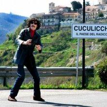 Fiabeschi torna a casa: il regista e interprete Max Mazzotta in una foto promozionale
