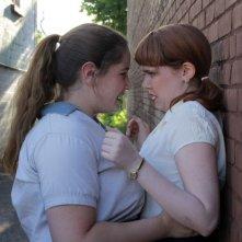 Foxfire - Ragazze cattive: Madeleine Bisson e Claire Mazerolle in una scena del film