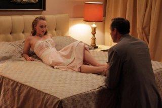 Foxfire - Ragazze cattive: Rachael Nyhuus adesca un uomo per poi ricattarlo in una scena del film