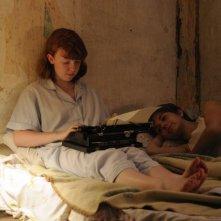Foxfire - Ragazze cattive: Raven Adamson insieme a Katie Coseni in una scena