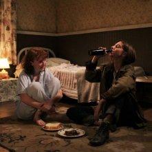 Foxfire - Ragazze cattive: Raven Adamson e Katie Coseni amiche per la pelle in una scena