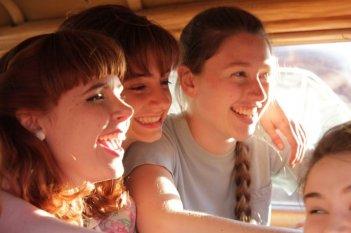 Foxfire - Ragazze cattive: Raven Adamson, Madeleine Bisson e Paige Moyles in una scena del film