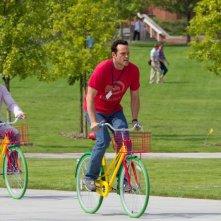 Gli stagisti: Owen Wilson e Vince Vaughn in bicicletta in una scena della commedia