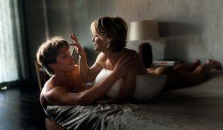 Perfect Mothers: Xavier Samuel e Robin Wright in un momento di intimità tratto dal film