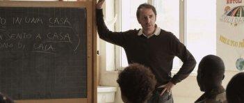 La mia classe: Valerio Mastandrea durante una lezione in una scena del film
