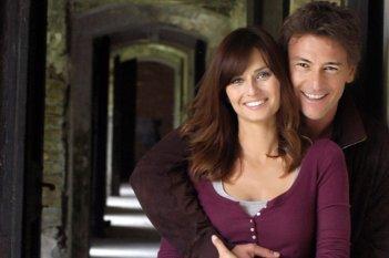 Le tre rose di Eva 2: Anna Safroncik e Roberto Farnesi in una foto promozionale