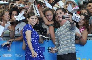 Percy Jackson e gli dei dell'olimpo: Il mare dei mostri: Logan Lerman e Alexandra Daddario con i fan di Giffoni