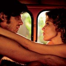 Anni felici: Kim Rossi Stuart e Micaela Ramazzotti in una tenera scena del film