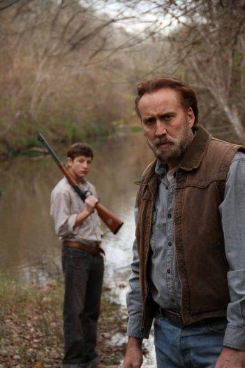 Joe: una scena del film con Nicolas Cage e Tye Sheridan