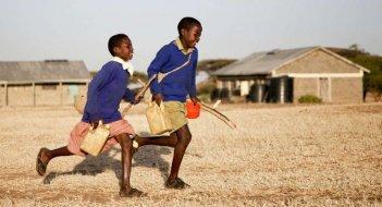 On the Way to School: una scena del film