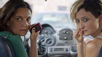 Via Castellana Bandiera: Alba Rohrwacher in un momento del film con la regista e protagonista Emma Dante
