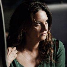 Via Castellana Bandiera: la regista e interprete del film Emma Dante in una scena