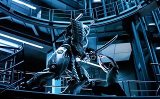 Wolverine: l'immortale - Hugh Jackman impegnato in combattimento in una scena del film