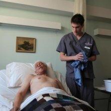 Gerontophilia: Walter Borden assistito dall'infermiere Pier Gabriel Lajoie in una scena