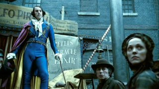 Sacha Baron Cohen in una scena del film Sweeney Todd
