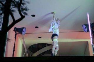 Exhibition: la cantante Viv Albertine in una scena tratta dal film