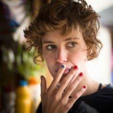 Feuchtgebiete: Carla Juri in una scena nei panni di Helen