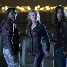 True Blood: Anna Paquin, Rutina Wesley e Lucy Griffiths nell'episodio Tu chi sei?