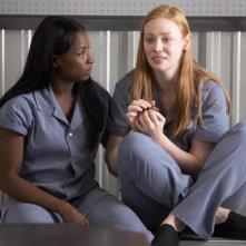 True Blood: Rutina Wesley e Deborah Ann Woll nell'episodio L'amara verità