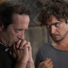 Una piccola impresa meridionale: Riccardo Scamarcio e Rocco Papaleo in un momento del film