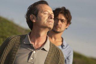 Una piccola impresa meridionale: Riccardo Scamarcio (fuori fuoco) in una scena del film con Rocco Papaleo