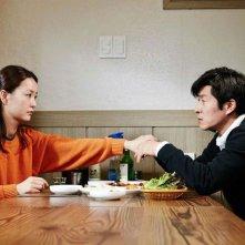 Our Sunhi: Yumi Jung a tavola con Sangjoong Kim in una scena