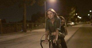 Short Term 12: Brie Larson in una scena in bicicletta con Kaitlyn Dever