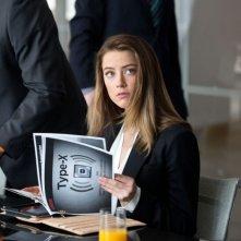 Amber Heard è Emma nel thriller Il potere dei soldi (Paranoia, 2013)