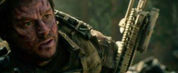 Lone Survivor: Mark Wahlberg in una scena