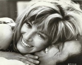 Monica Vitti con Jean Sorel sul set di Fai in fretta ad uccidermi... ho freddo!