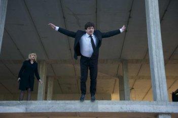 Aspirante vedovo: Luciana Littizzetto e Fabio De Luigi in una scena della commedia