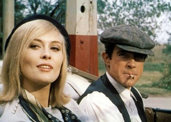 Warren Beatty e Faye Dunaway in una scena di Gangster Story