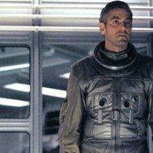 Gravity: George Clooney a bordo della nave spaziale in una scena del film