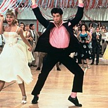 John Travolta e Olivia Newton-John in una scena del film Grease