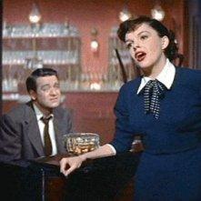 Judy Garland in una scena del film È nata una stella