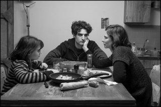 La jalousie: Louis Garrel e Anna Mouglalis in una scena familiare
