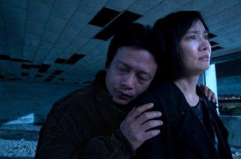 Stray Dogs: Lee Kang-sheng e Chen Shiang-chyi in una scena