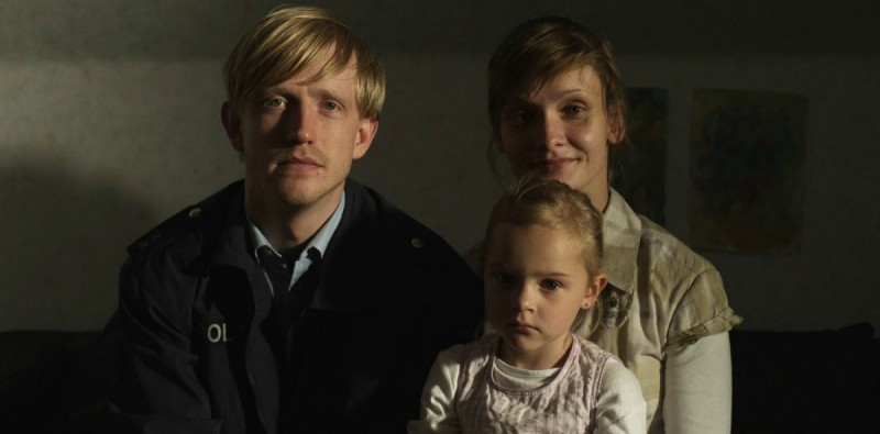 The Police Officer S Wife Alexandra Finder Con David Zimmerschied In Una Scena Familiare Del Film 282668