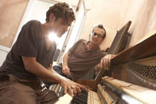 Una piccola impresa meridionale: Riccardo Scamarcio e Rocco Papaleo in una scena