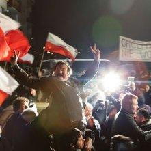 Walesa. Man of Hope: Robert Wieckiewicz è Lech Walesa durante una manifestazione