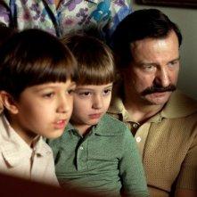 Walesa. Man of Hope: Robert Wieckiewicz è Lech Walesa in una scena del film con i suoi figli
