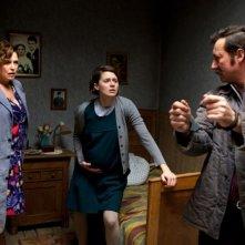 Walesa. Man of Hope: Robert Wieckiewicz insieme a Agnieszka Grochowska e Anna Seniuk in una scena