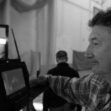 Locke: il regista Steven Knight in un'immagine dal set