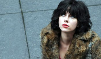 Scarlett Johansson in una scena del film Under the Skin