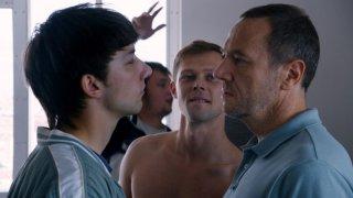 Eastern Boys: Kirill Emelyanov, Olivier Rabourdin e Danil Vorobyev in una scena