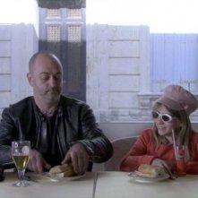 Je m'appelle Hmmm...: Douglas Gordon in una scena con Lou-Léila Demerliac